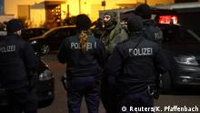 German special forces prepare to search an area after a shooting in Hanau near Frankfurt, Germany, February 20, 2020. REUTERS/Kai Pfaffenbach