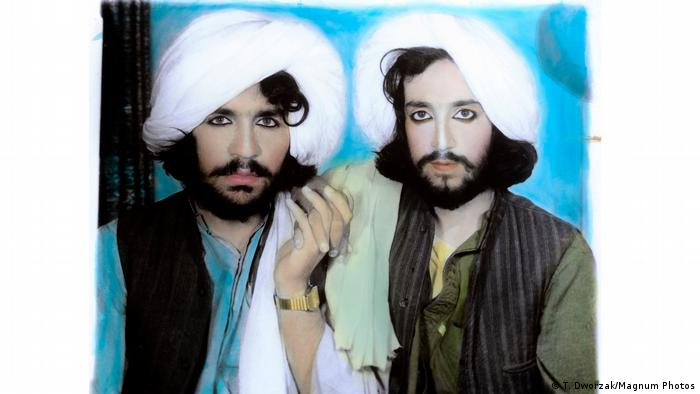 Two men in pastel colors, bearded and wearing mascara(T. Dworzak/Magnum Photos)
