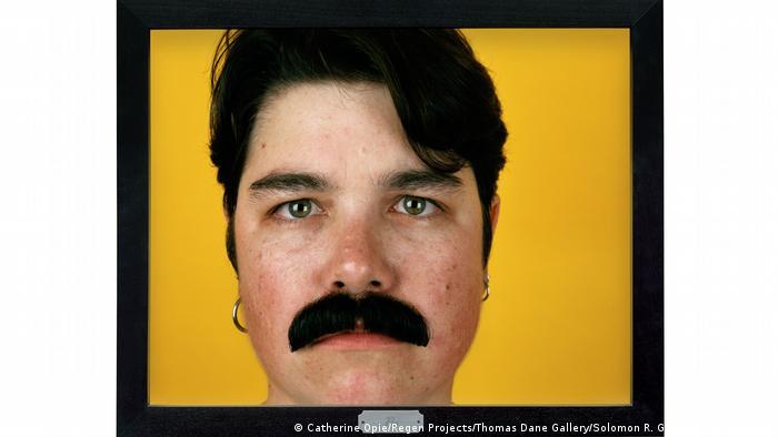 Портрет з сережками й вусами