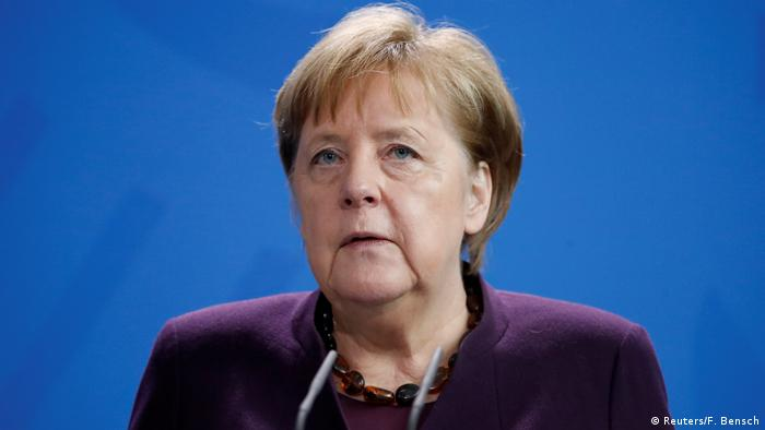 German Chancellor Angela Merkel gives a statement in Berlin (Reuters/F. Bensch)