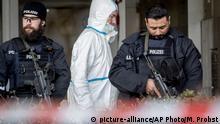Deutschland Hanau | Schießerei & Tote, Angriff auf Shisha-Bars: Sicherkräfte vor Eingang einer der Shisha Bars