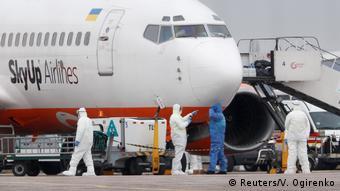 Самолет с украинцами, прибывший из Уханя