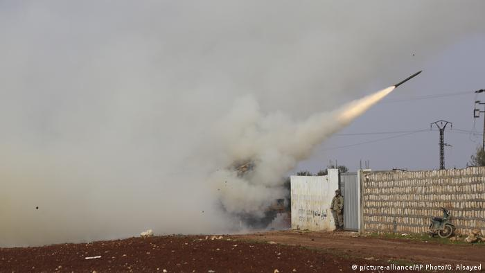 A rocket being launched in Idlib, Syria (picture-alliance/AP Photo/G. Alsayed)
