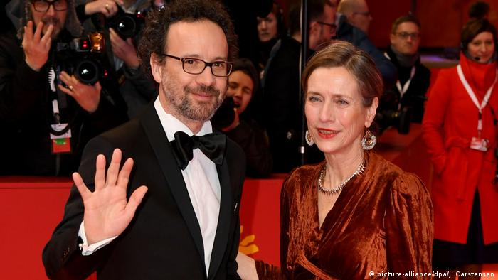 Carlo Chatrian and Mariette Rissenbeek at the Berlinale opening (picture-alliance/dpa/J. Carstensen)