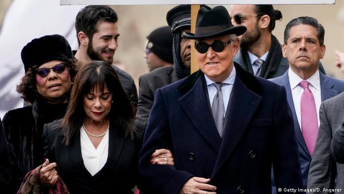 USA Washington | ehemaliger Berater Trumps, Roger Stone und Ehefrau Nydia vor Gerichtsverhandlung (Getty Images/D. Angerer)