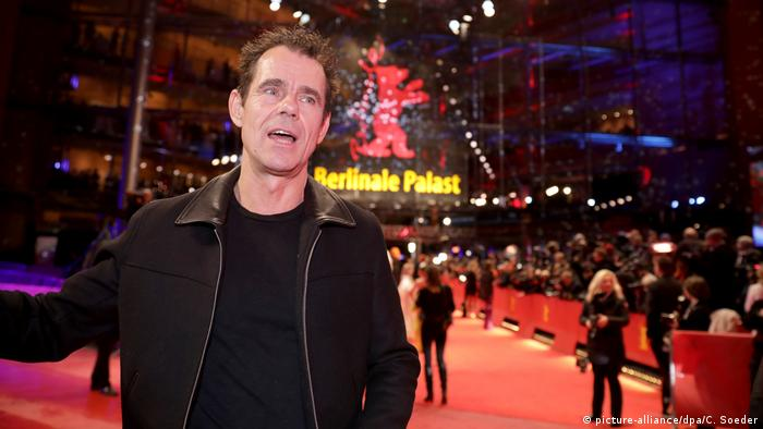 Tom Tykwer on Berlinale red carpet (picture-alliance/dpa/C. Soeder)
