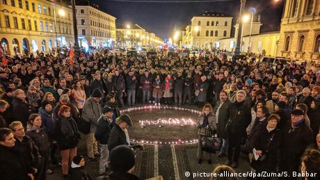 Stuttgart | Nach Schüssen in Hanau - Gedenken der Opfer (picture-alliance/dpa/Zuma/S. Babbar)