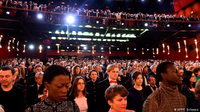 Berlinale 2020 - Eröffnungsgala - Schweigeminute (AFP/T. Schwarz)