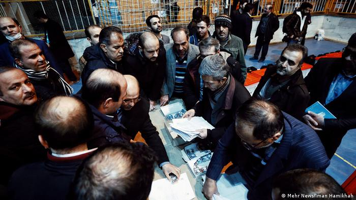 На одном из избирательных участков во время парламентских выборов в Иране 21 февраля 2020 года