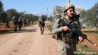 Syrien Soldaten aus der Türkei in al-Nayrab bei Idlib (AFP/H. Kadour)