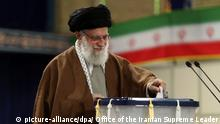 Iran Parlamentswahl Ajatollah Chamenei (picture-alliance/dpa/ Office of the Iranian Supreme Leader)
