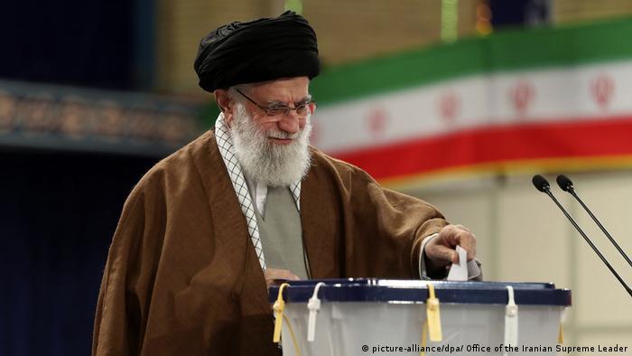 Ali Hamenei tokom glasanja