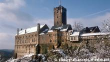 Wartburg Castle in winter (picture-alliance/H. Wöstmann)