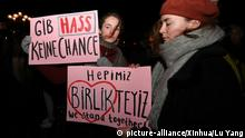 (200220) -- HANAU (GERMANY), Feb. 20, 2020 (Xinhua) -- People hold Placards read Do not give hate any chance in German and We stand together in Turkish and English at a gathering event to mourn for the victims in twin shootings in the western German city of Hanau, Feb. 20, 2020. The alleged gunman that shot and killed nine people in twin shootings in the western German city of Hanau late Wednesday had a xenophobic motive, police and officials said on Thursday. (Xinhua/Lu Yang) | Keine Weitergabe an Wiederverkäufer.