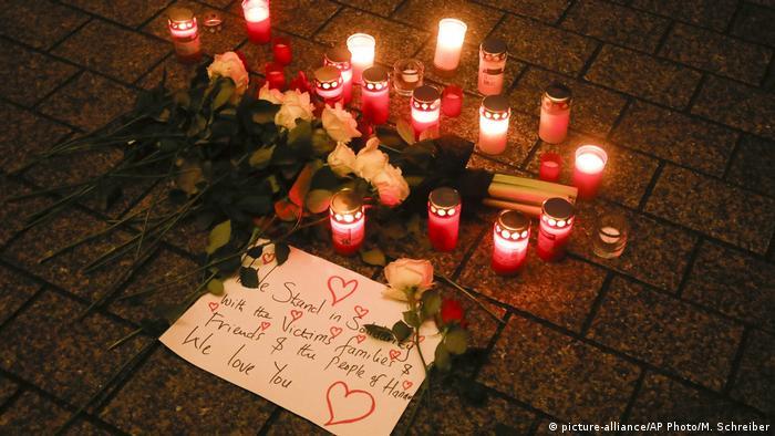 Hanau Trauer um Opfer nach Amoklauf (picture-alliance/AP Photo/M. Schreiber)