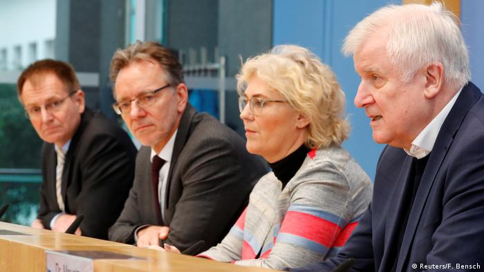 Horst Seehofer and Christine Lambrecht at Hanau press conference in Berlin (Reuters/F. Bensch)