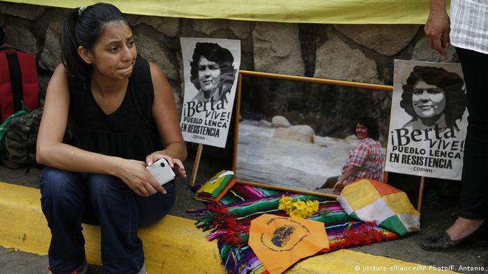 Foto de conmemoración de Berta Cáceres en Honduras