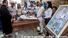 Kolumbien Dabeiba Erste Exhumierungen auf Friedhof