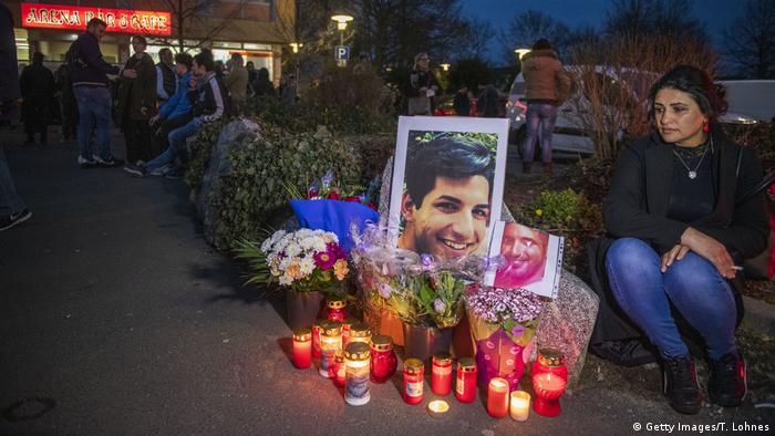 Velas e fotos em vigília para os mortos do ataque em Hanau
