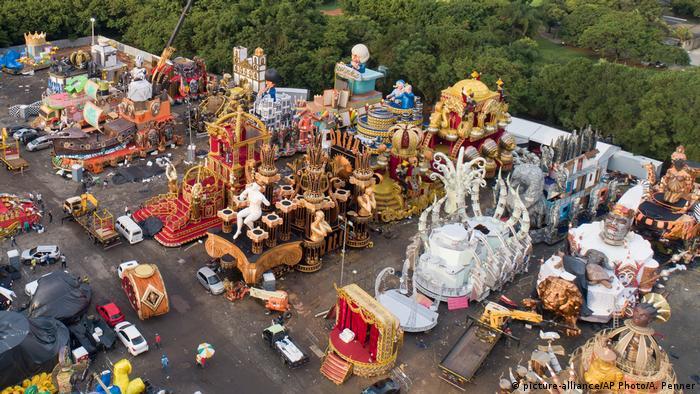 Concentração de carros alegóricos do desfile das escolas de samba de São Paulo