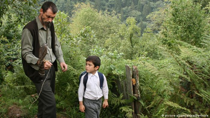 Semih Kaplanoğlu'nun Balında başrolleri Erdal Beşikçioğlu ile Bora Altaş paylaşıyor