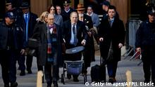 21.02.2020Harvey Weinstein leaves the Manhattan Criminal Court, as a jury continues with deliberations on February 21, 2020 in New York City. - The disgraced movie mogul, 67, faces life in prison if the jury of seven men and five women convict him of a variety of sexual misconduct charges in New York. (Photo by Johannes EISELE / AFP) (Photo by JOHANNES EISELE/AFP via Getty Images)