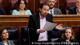 Пабло Иглесиас выступает в парламенте, 19 февраля