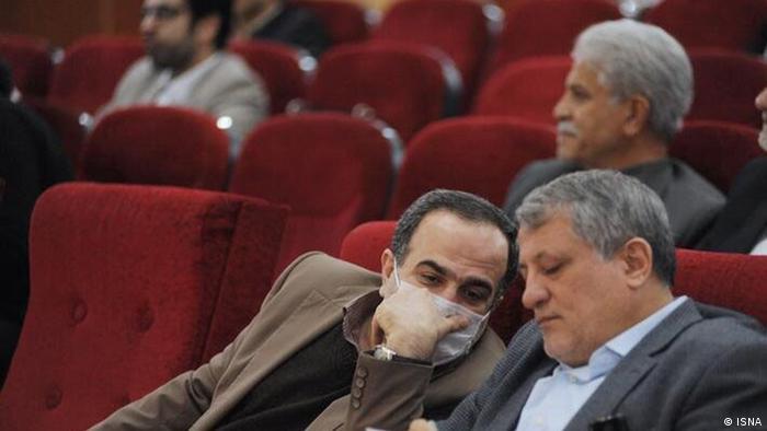 محسن هاشمی رفسنجانی، رئیس شورای شهر در کنار رحمانزاده (چپ).