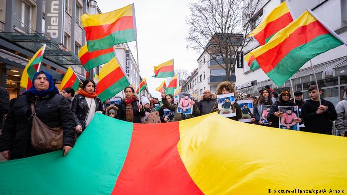 Deutschland Demonstration in Hanau nach Anschlag (picture-alliance/dpa/A. Arnold)