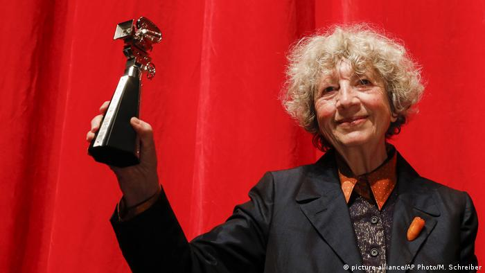 Ulrike Ottinger with Berlinale Camera award (picture-alliance/AP Photo/M. Schreiber)