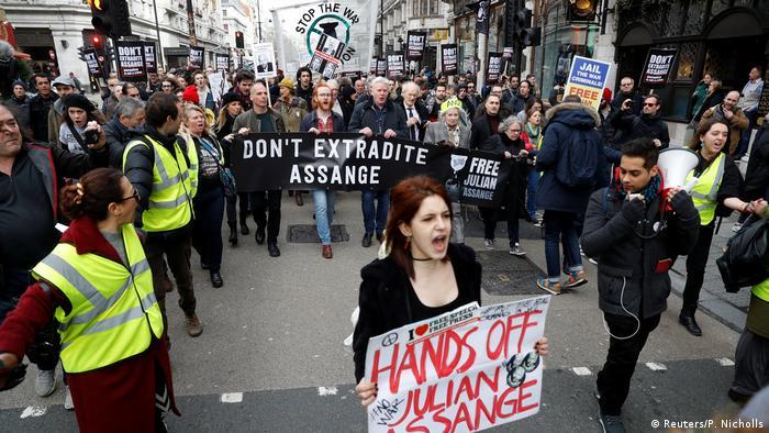 Prosvijedi protiv izručenja Assangea u Londonu