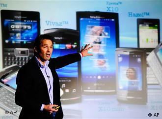Віце-президент Sony Ericsson Леннард гоорнік представляє у Барселоні новинки