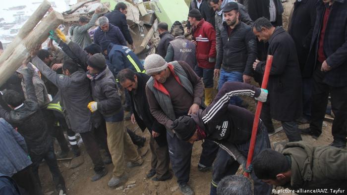 Turkei Van | Erdbeben an der Grenze Iran- türkischen Grenze