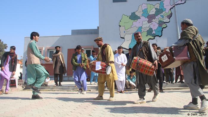 Afghanistan Chost | Bewohner in Chost feiern Waffenstillstand mit Taliban