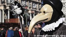 Italien Pestmaske beim Karneval in Venedig