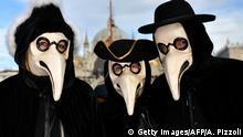 Italien Pestmasken beim Karneval in Venedig