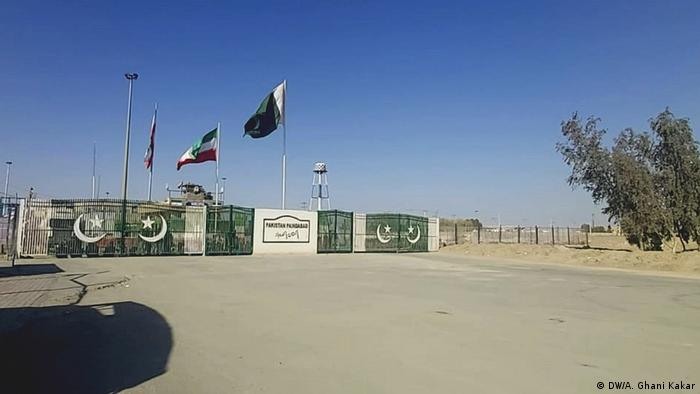 Pakistan- Iran Friendship Gate in Taftan (DW/A. Ghani Kakar)