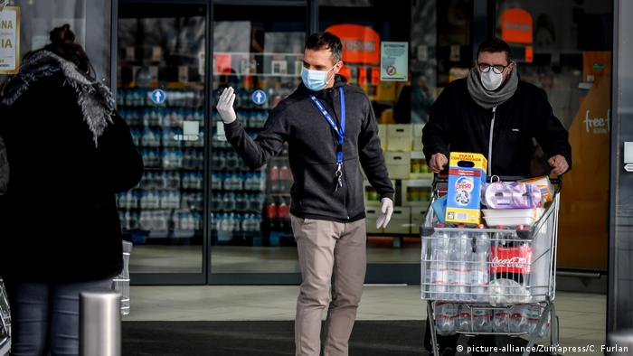 Gente comprando en Casalpusterlengo