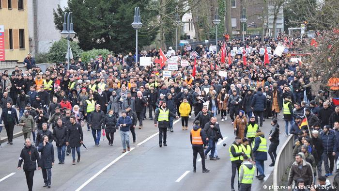 Deutschland Proteste nach Anschlag in Hanau (picture-alliance/AA/M. Zeyrek)