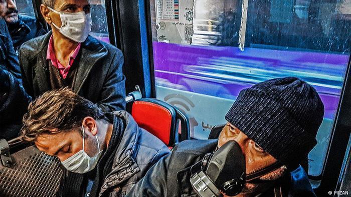 شمار رسمی قربانیان کرونا در ایران ۱۲ نفر و شمار مبتلایان ۴۷ نفر اعلام شد. اما نماینده قم از ۵۰ نفر قربانی خبر داد