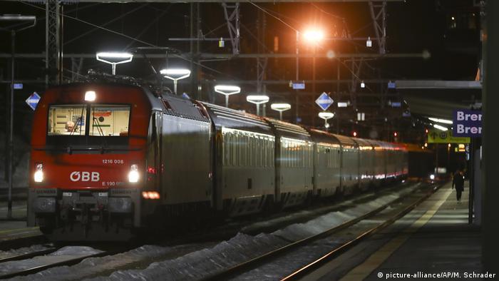 Italy, Brenner pass blocked (picture-alliance/AP/M. Schrader)