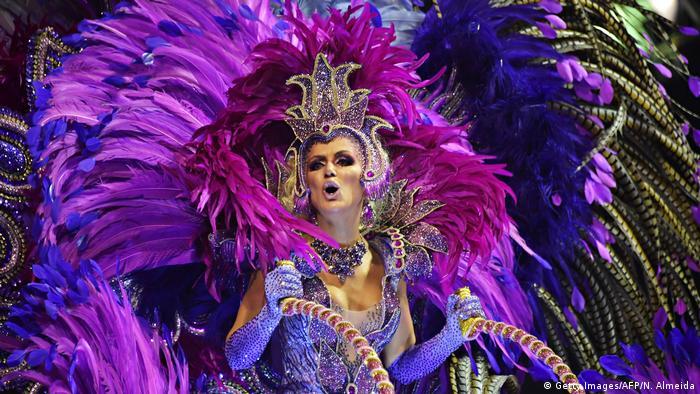Tänzerin beim Karneval in Brasilien