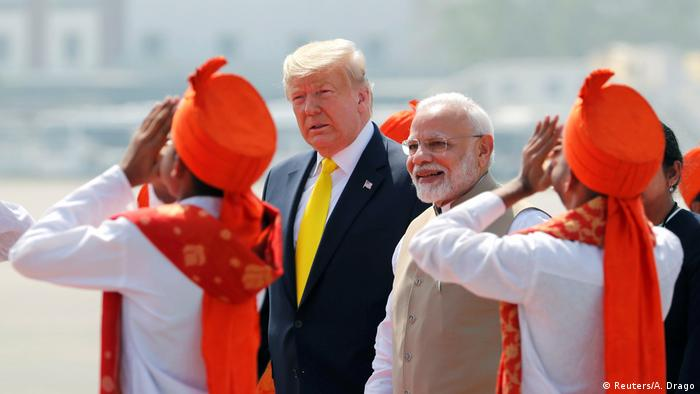 Trump and Modi and welcome guards (Reuters/A. Drago)