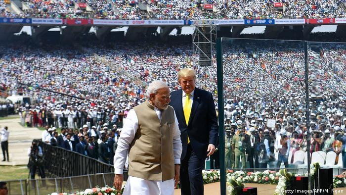 Trump dan Modi di stadion kriket baru dekat Ahmedabad