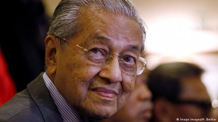 Archivbild   Malaysia Putrajaya   Ministerpräsident Mahathir reicht seinen Rücktritt ein