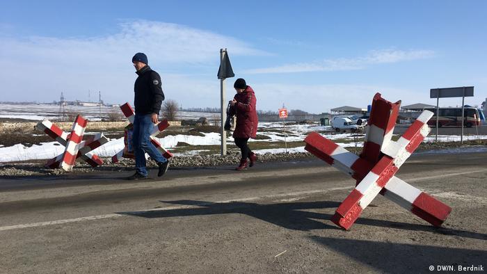 Гнутово - пункт пропуска на неподконтрольные Киеву территории Донбасса