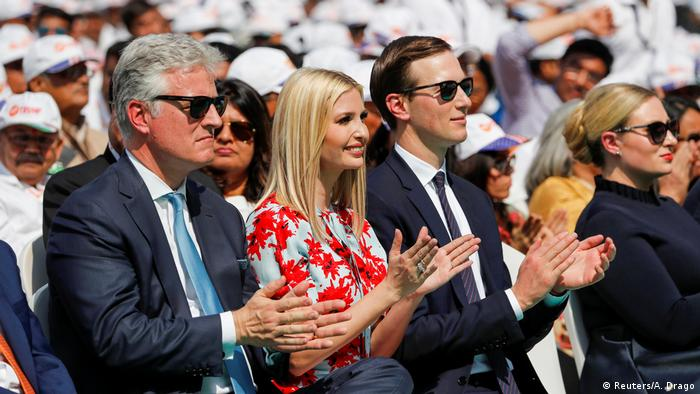 Indien | Donald Trump auf Staatsbesuch in Indien: Ivanka Trump, Jared Kushner neben Sicherheitsberater Robert O'Brien (Reuters/A. Drago)