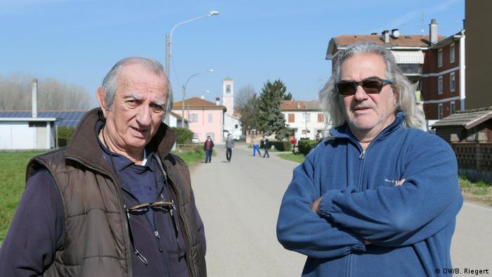Guiseppe e Enzo, moradores de Vittadone, no norte da Itália