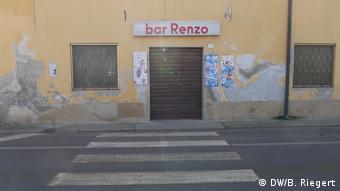 Obloanele barului Renzo din satul Vittadone au fost închise