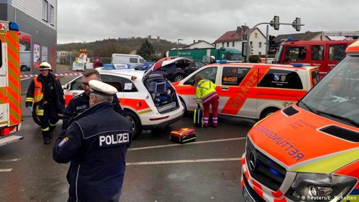 Deutschland Auto fährt in Rosenmontagszug in Volkmarsen (Reuters/E. Schulten)